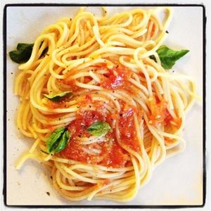 Spaghetti with Raw Tomato Sauce