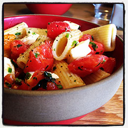 Rigatoni with Tomatoes, Herbs & Hot Oil
